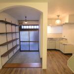 玄関とキッチン
